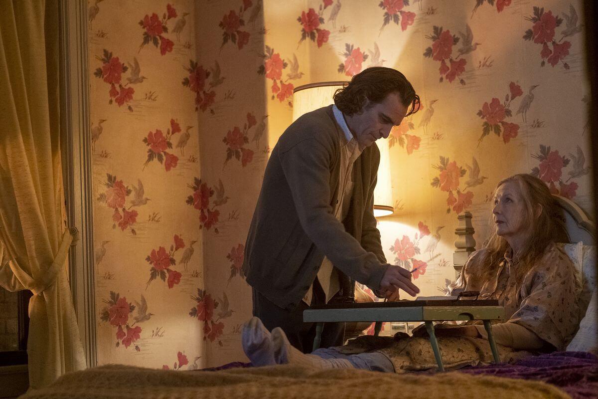 Arthur Flex alias Joker sedang merawat Ibunya - deseret