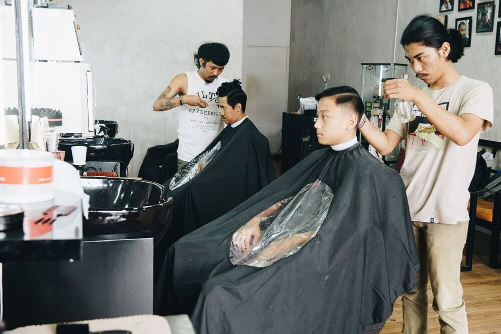 Doctor Barber Barbershop Gaul Langganan Pesepak Bola Makassar (4)