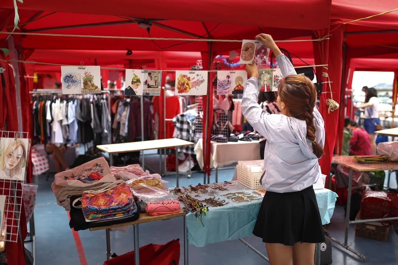 bazar - pop up market - Perhatikan 7 Hal Ini Sebelum Membuka Booth di Bazar - Dekorasi Stand Bazar Kreatif dan Menarik - meningkatkan penjualan bisnis fashion