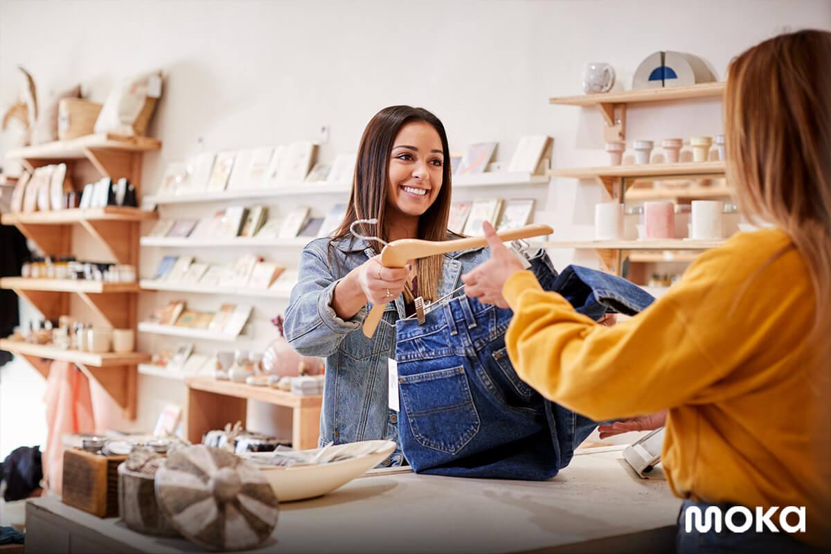 bisnis ritel fashion - menjual baju - konsumen - 6 Alasan Mengapa Tanggapan Konsumen Penting Bagi Usaha Anda - Contoh Analisis SWOT Bisnis