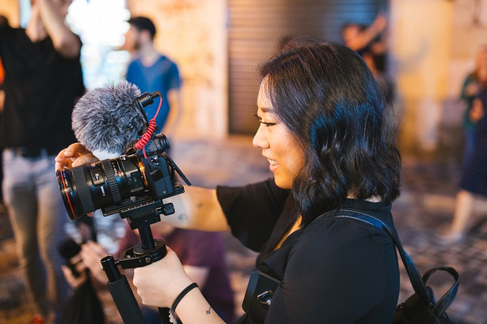 contoh usaha kreatif dengan menjadi videografer - vlogger