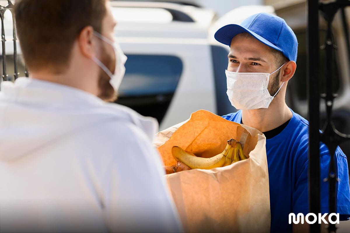 delivery - mengantar bahan makanan kepada pelanggan