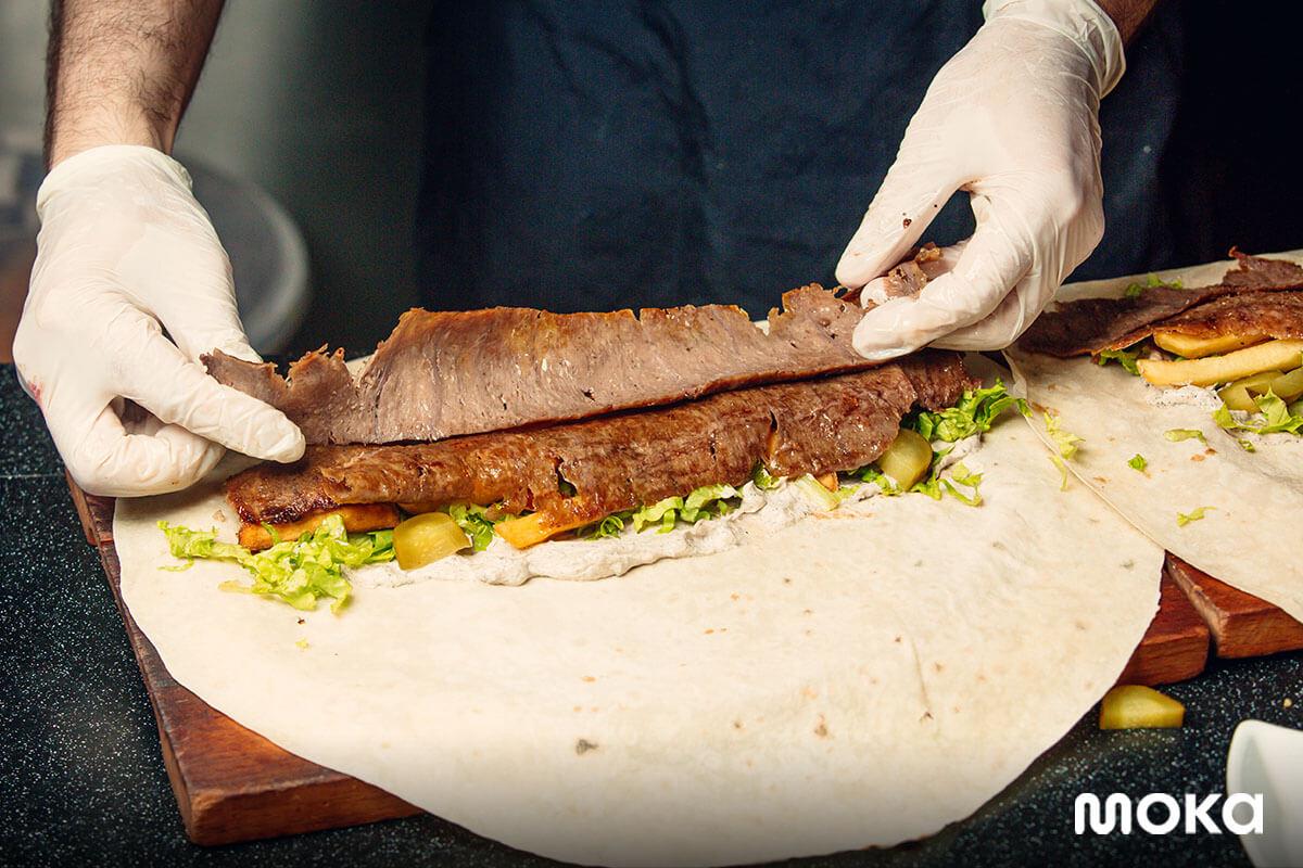 inspirasi foto makanan yang enak - membuat kebab