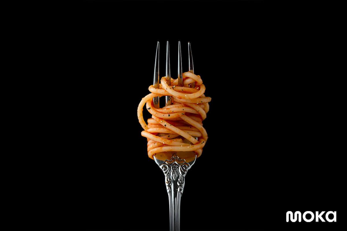 foto spaghetti pada garpu yang begitu estetik.
