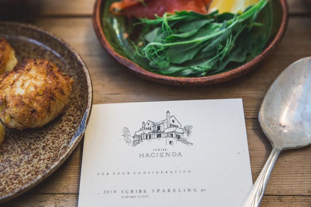 menggunakan foto menu yang representatif pada desain menu makanan