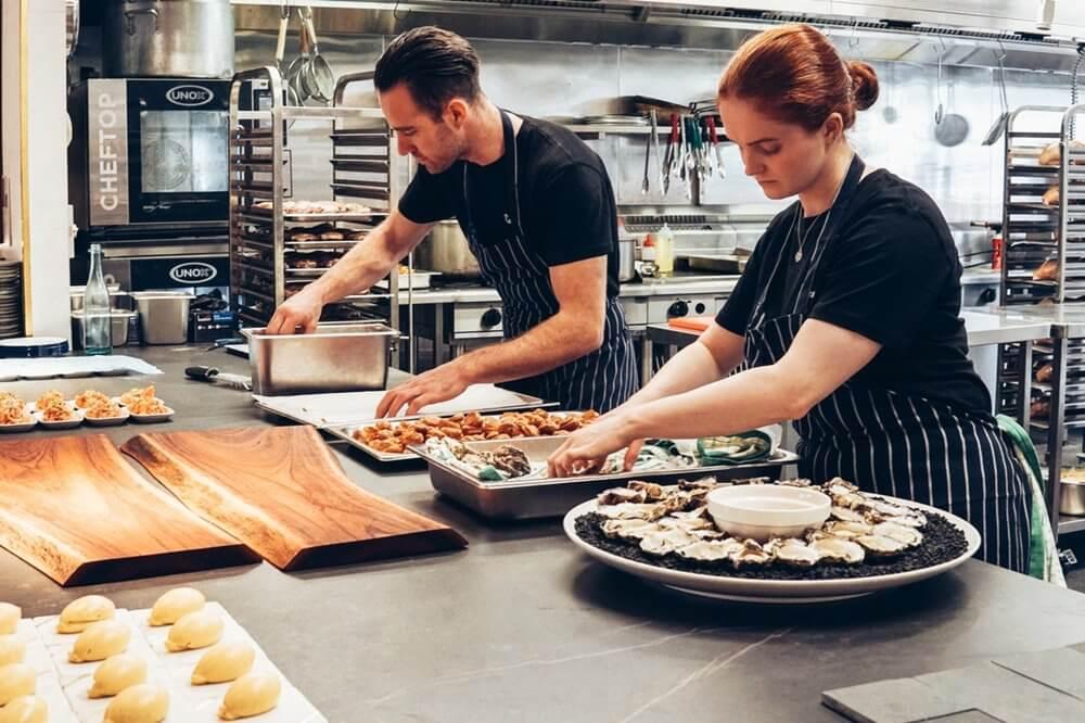 membuat resep sendiri dengan menghubungkan ke aplikasi kasir atau aplikasi gudang - dapur - cloud kitchen