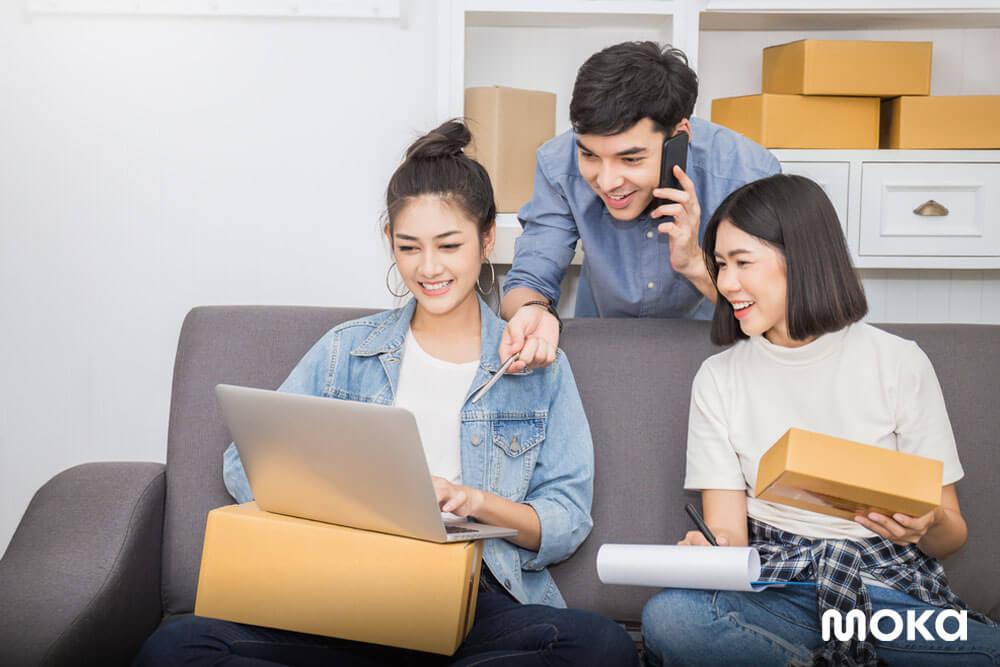membuka bisnis bersama teman - 7 Tips Bisnis Online untuk Anak Muda - Peluang Usaha Sampingan Karyawan