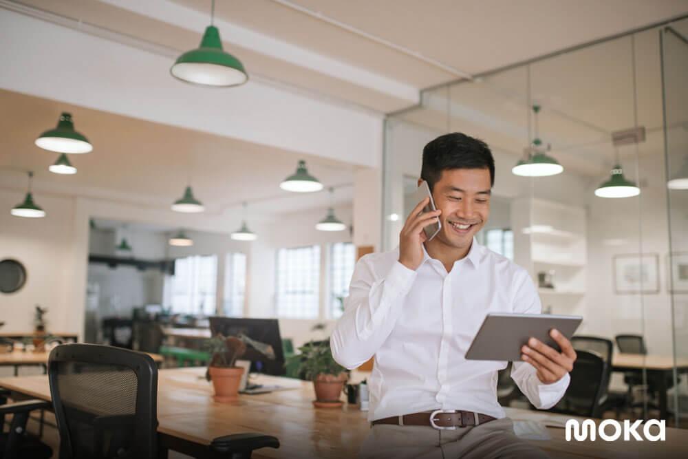 mengecek laporan penjualan bisnis - 12 Peluang Usaha yang Menjanjikan Berdasarkan Zodiak 2020