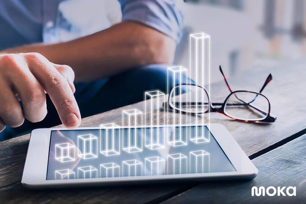 mengecek laporan penjualan dari aplikasi kasir gratis - jurnal akuntansi keuangan