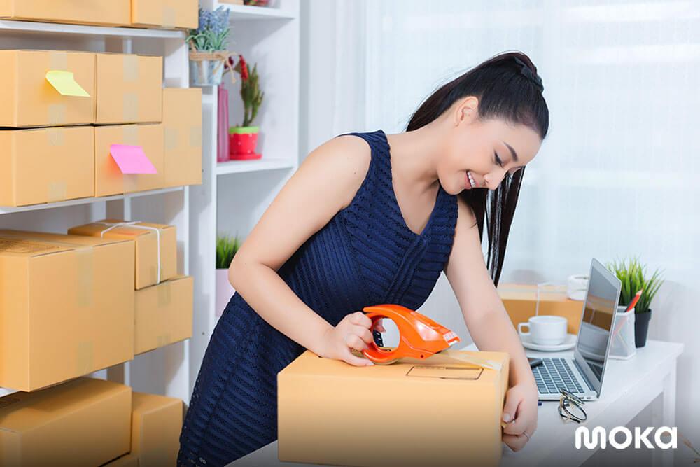 mengirim paket - bisnis ritel