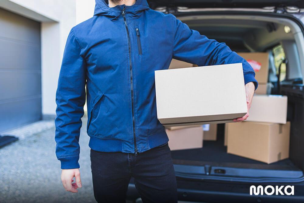 mengirim paket kepada pelanggan (2) - kemasan produk