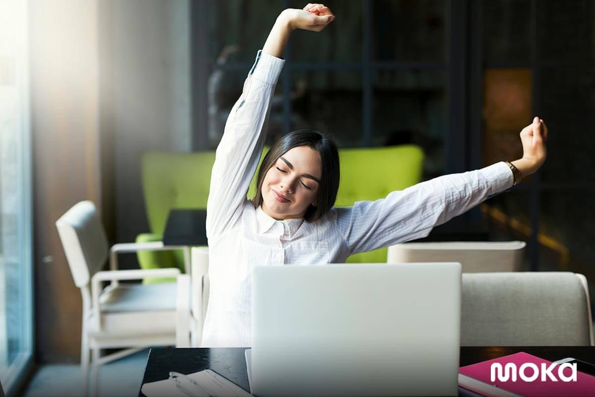 meningkatkan produktivitas saat work from home - bekerja dari rumah - stretching