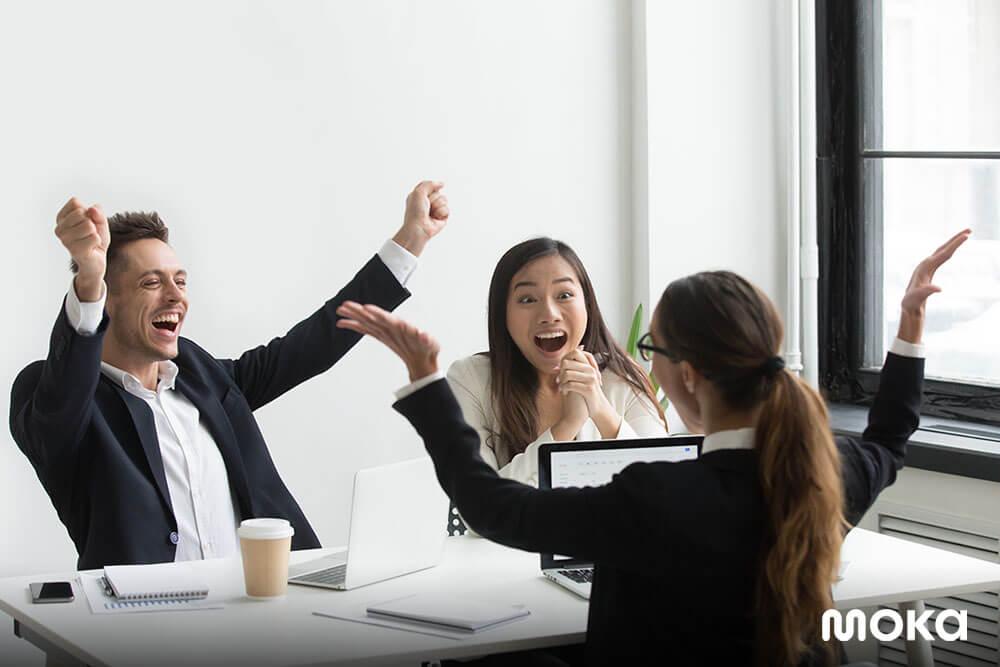 menjalani meeting di kantor - 5 Kesalahan dalam Merekrut Karyawan yang Sebaiknya Dihindari
