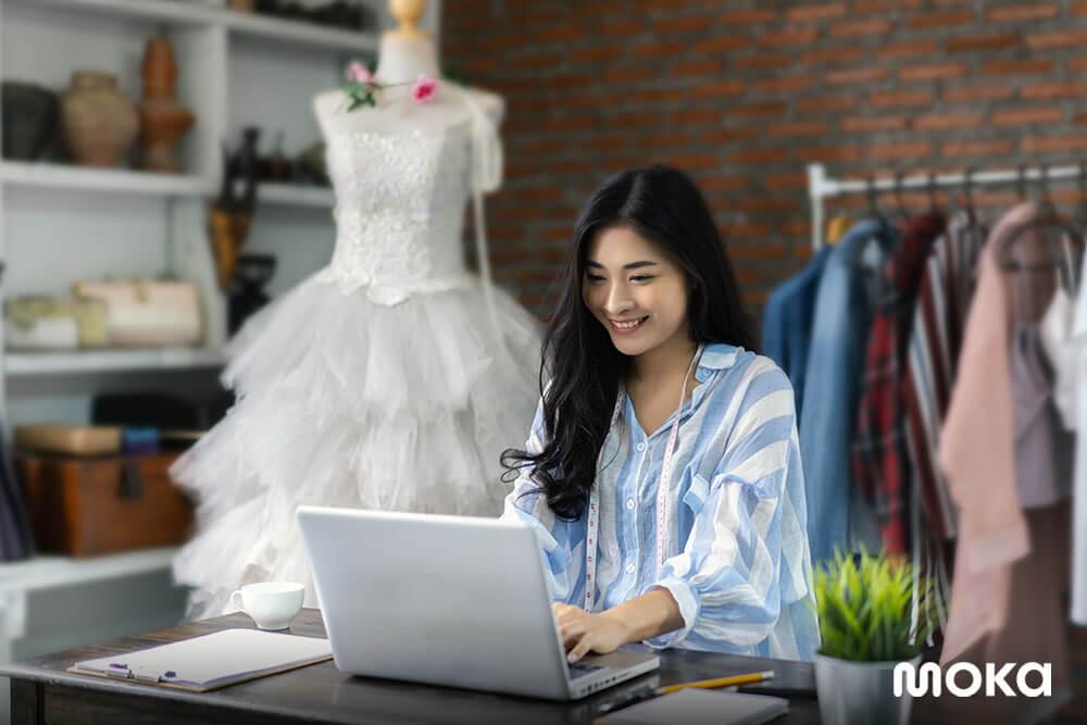 menjalankan bisnis fashion - menjadi desainer pakaian