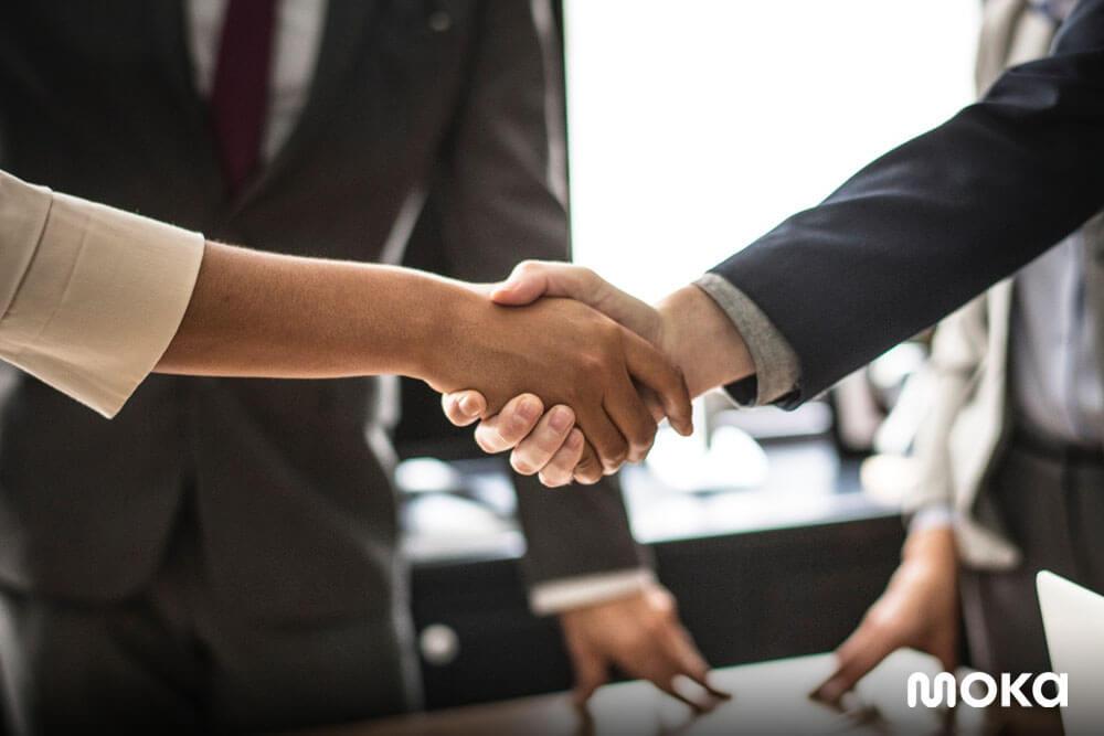menjalin kerja sama dalam bisnis