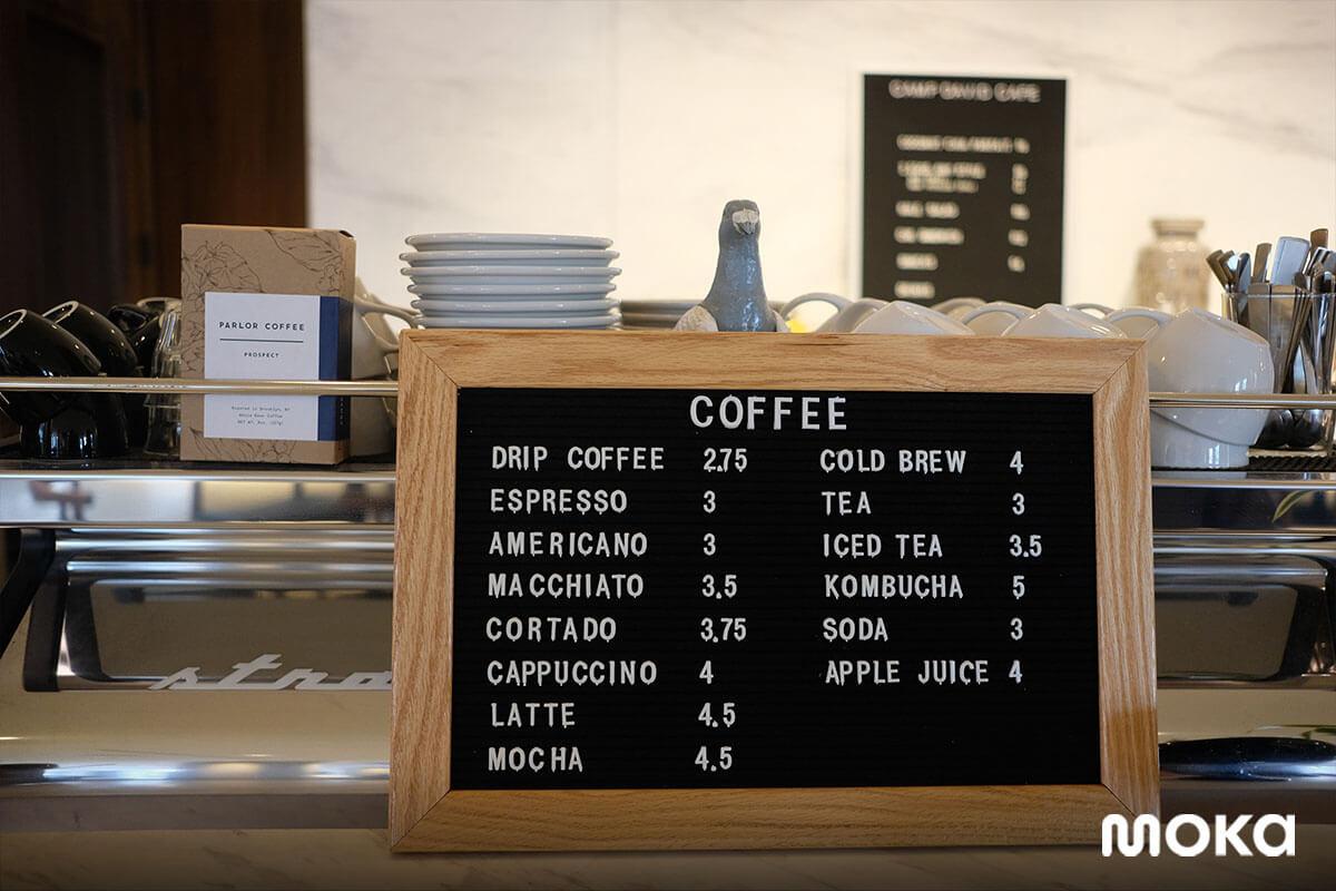 menu di kedai kopi atau restoran