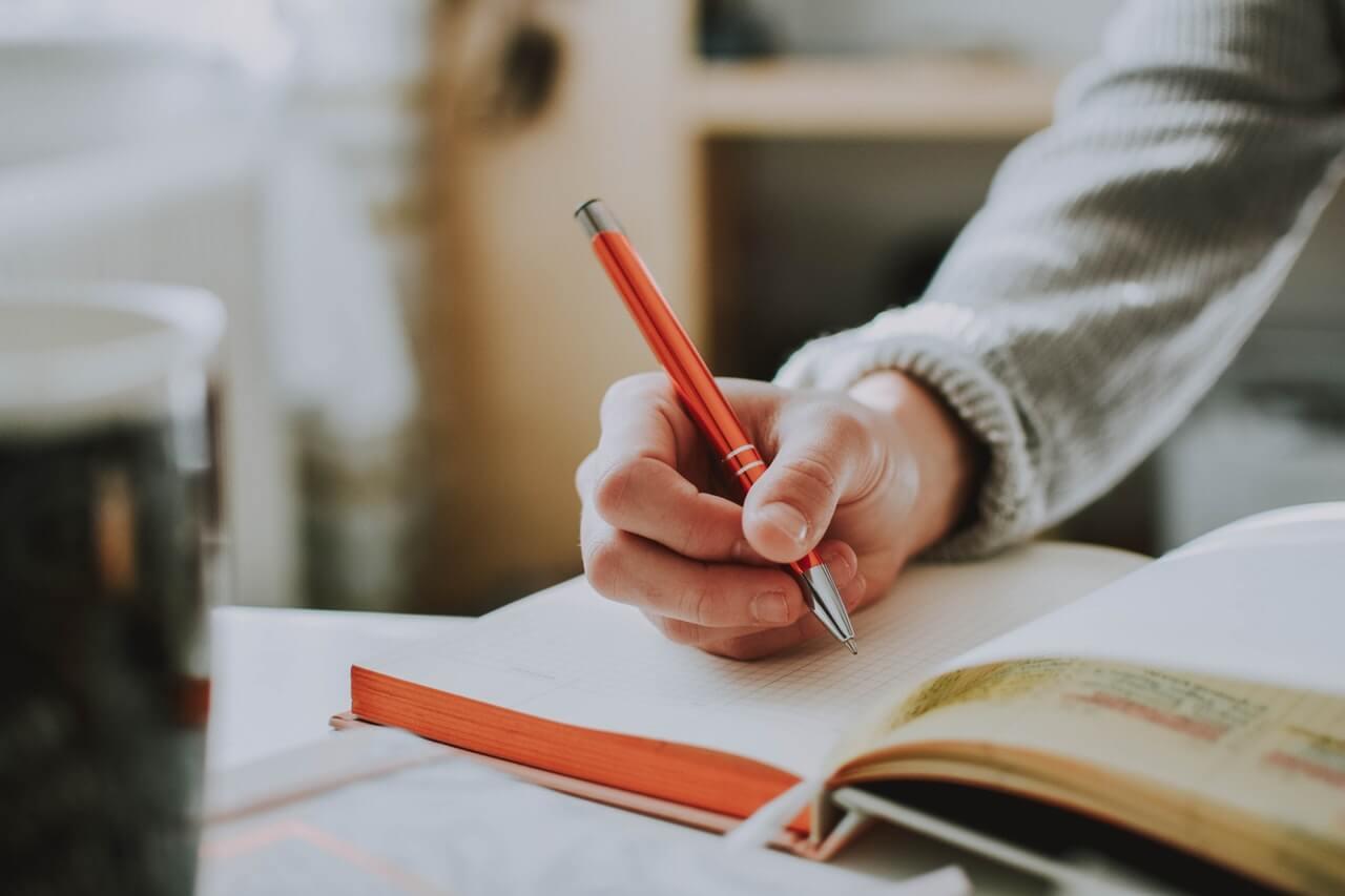 menulis  - penulis lepas - 9 Usaha Sampingan Ibu Rumah Tangga dengan Modal Kecil