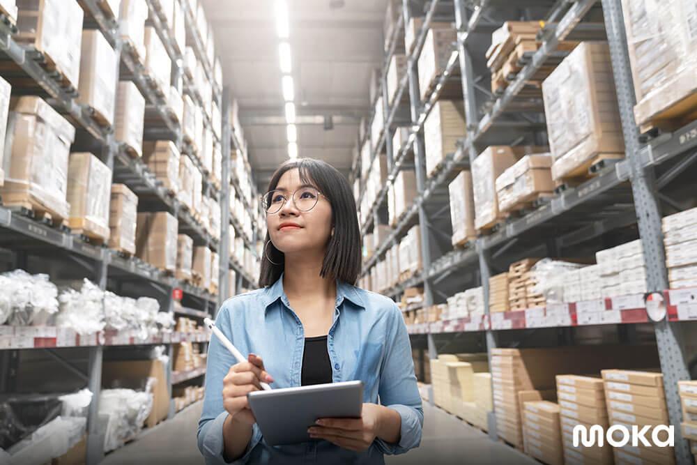 mudahnya mengecek stok inventaris melalui aplikasi gudang - Apa Itu Daftar Inventaris dan Mengapa Pebisnis Perlu Memilikinya?