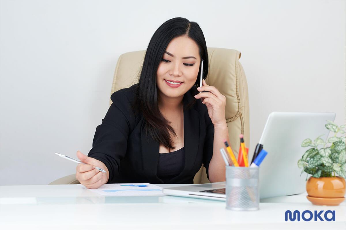 pebisnis - pengusana - bekerja di kantor - 10 Karakter Pengusaha Sukses Saat COVID-19 - menjalankan usaha digital printing