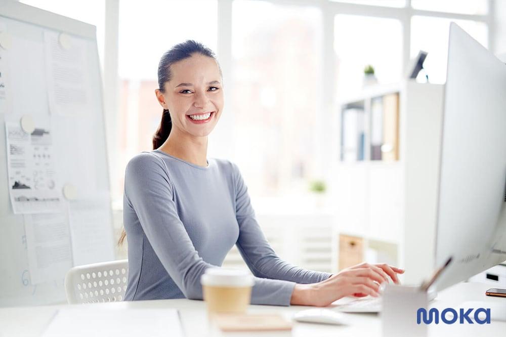 pebisnis sukses yang bekerja di rumah (2)-customer database
