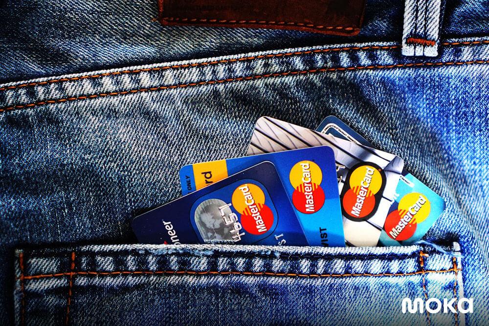 penggunaan kartu kredit - 8 Alasan Pengajuan Pinjaman Modal Usaha Ditolak