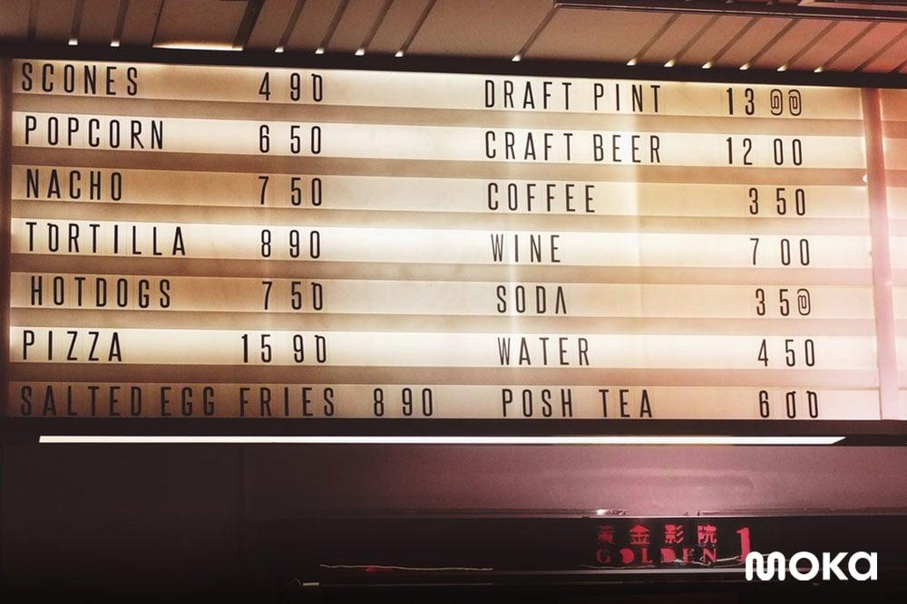 perlengkaan bisnis food truck berupa papan menu makanan minuman