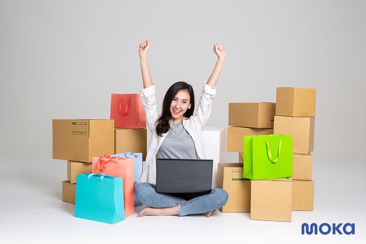 seorang pengusaha yang sedang menjalankan bisnis rumahan (4)