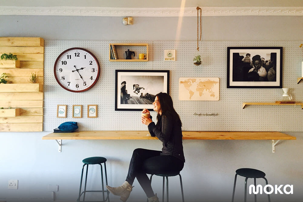suasana kedai kopi yang nyaman