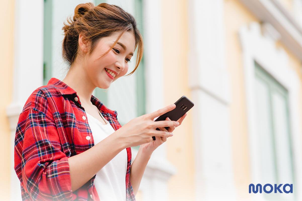 update media sosial saat jalan-jalan atau traveling